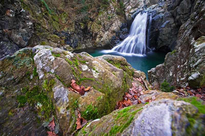 Laghetto in autunno fotografato durante un trekking fotografico.
